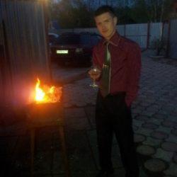 Парень из Сургут. Ищу пошлую девушку для секса