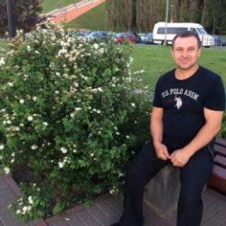 Парень пригласит девушку для приватного общения в Сургуте