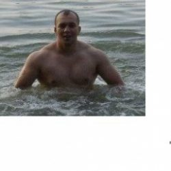 Парень хочет найти девушку в Сургуте