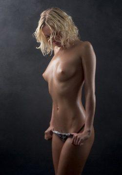 Девушка из Сургут. Ищу мужчину для встреч и секса.